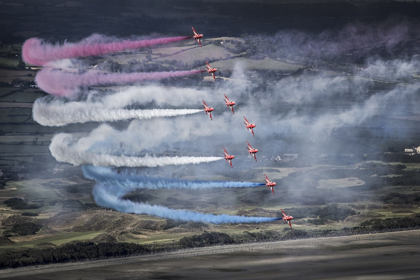 jets with colored streams